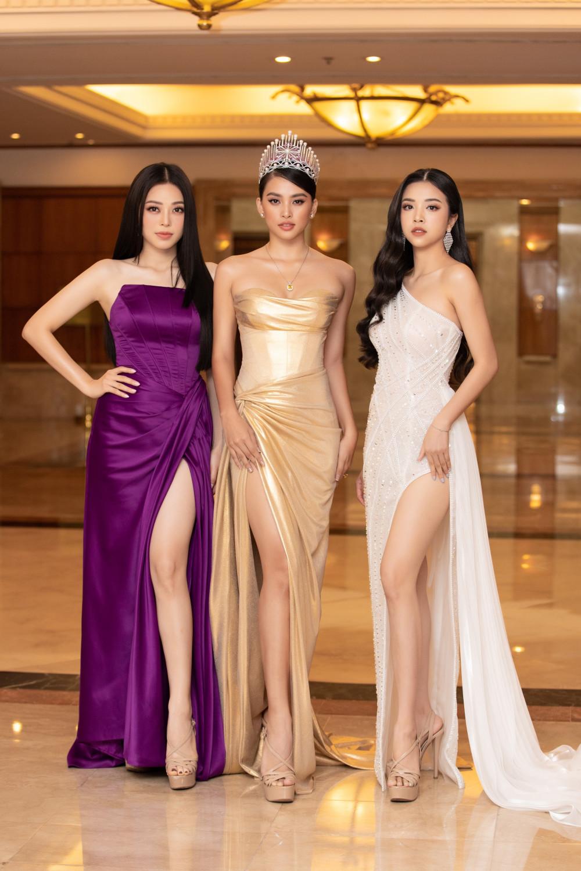 Top 3 Hoa hậu Việt Nam 2018 (từ trái sang): Á hậu 1 Phương Nga, Hoa hậu Tiểu Vy và Á hậu 2 Thuý An trong buổi họp báo công bố lịch trình mới của Hoa hậu Việt Nam 2020