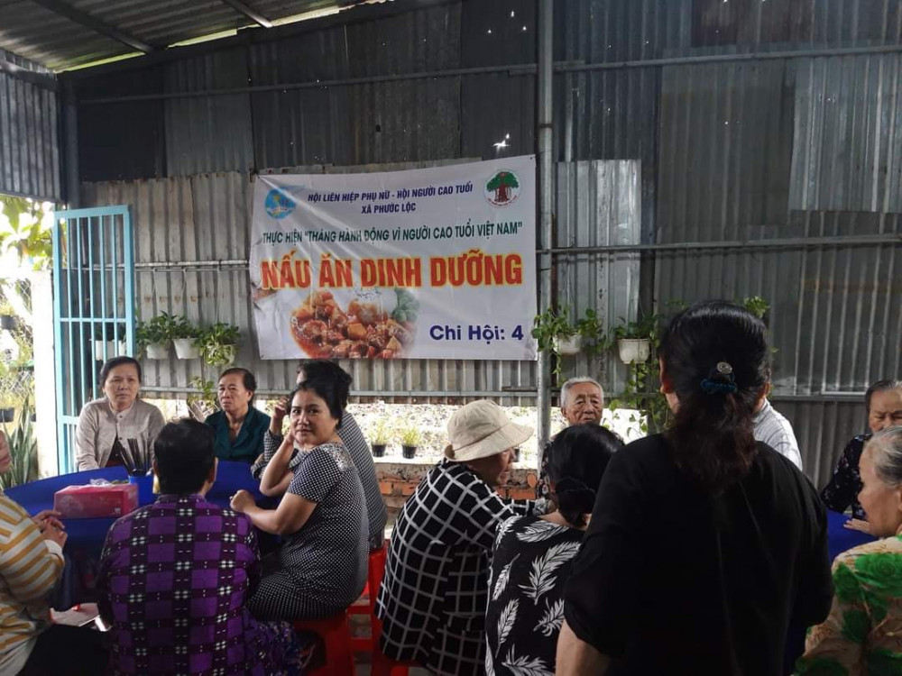 Hoạt động nấu ăn dinh dưỡng cho các mẹ trong Hội mẹ truyền thống tại huyện Nhà Bè.