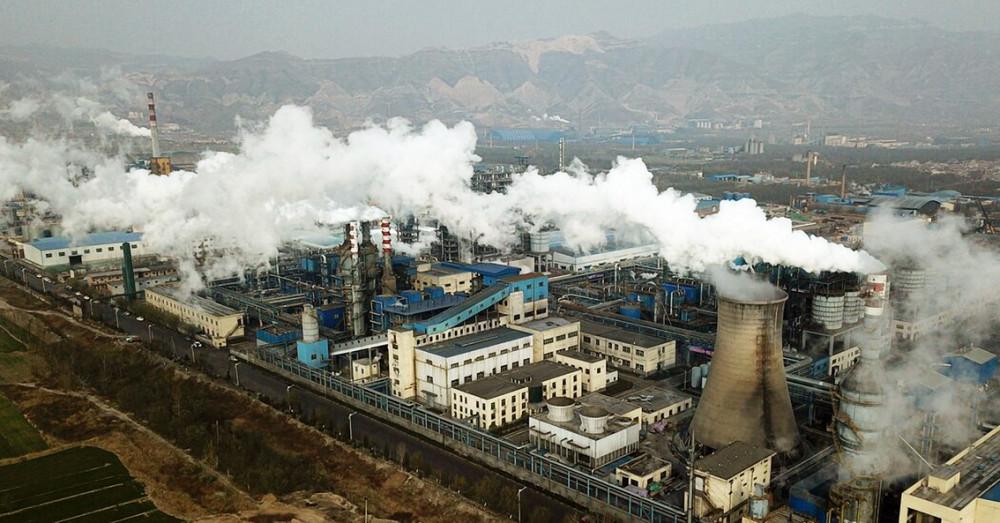 Một nhà máy chế biến than ở Hà Tân, Trung Quốc