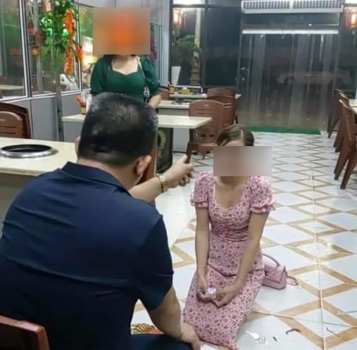 Hình ảnh ông Hiền bắt nữ thực khách quỳ xin lỗi.