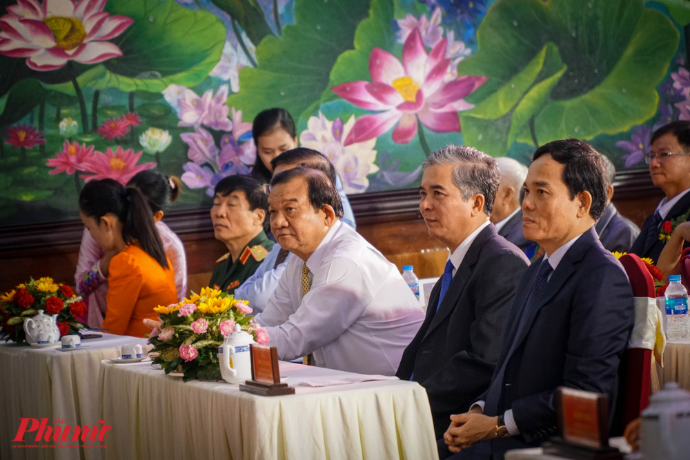 Đại diện lãnh đạo TP đến dự có ông Trần Lưu Quang - Phó Bí thư Thường trực Thành ủy TPHCM, ông Ngô Minh Châu – Phó Chủ tịch UBND TPHCM (từ bìa phải ảnh)