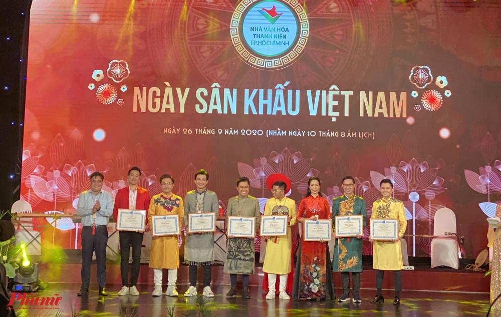 BTC vinh danh những nghệ sĩ có đóng góp trong công cuộc phòng chống COVID-19: NS ƯT Trịnh Kim Chi, nghệ sĩ Đại Nghĩa