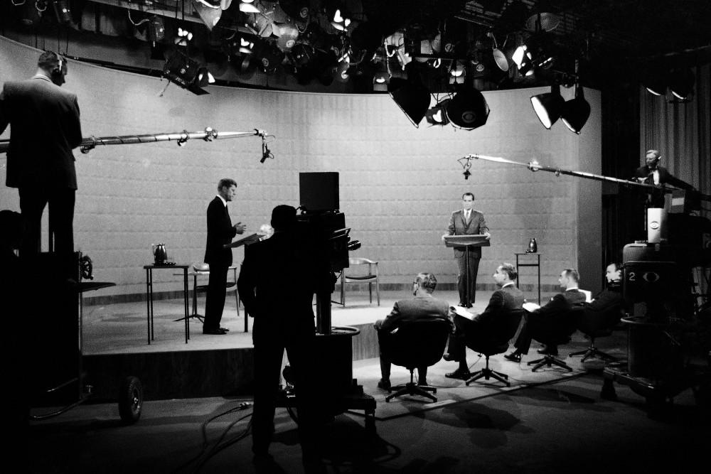 Cuộc tranh luận trên truyền hình giữa Phó Tổng thống Mỹ Richard Nixon và Thượng nghị sĩ bang Massachusetts John F.Kennedy ở New York năm 1960 - Ảnh: AP