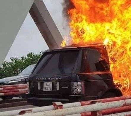 Ngọn lửa càng lúc càng dữ dội.