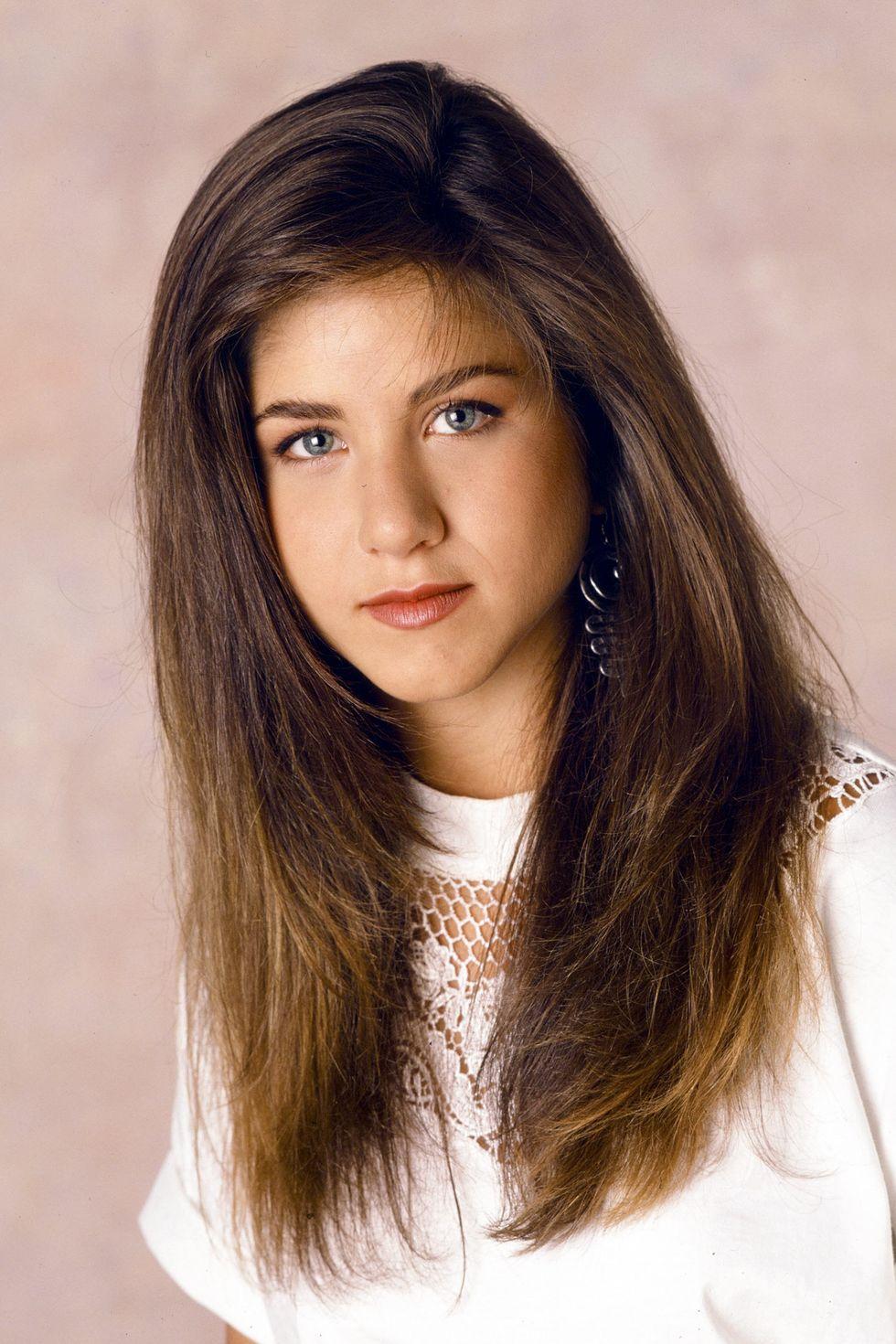 Aniston đã đóng vai Jeanie Bueller trong phiên bản truyền hình Ngày ra mắt của Ferris Bueller