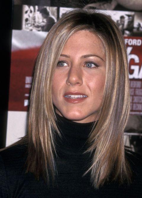 Sau một giai đoạn tóc xoăn hoặc gợn sóng, nữ diễn viên chọn tóc suôn, thẳng.