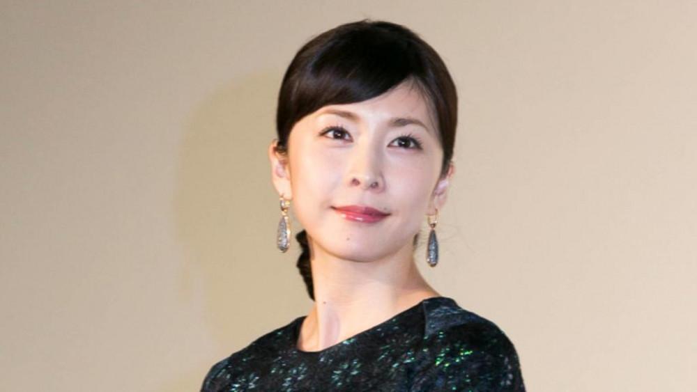 Nữ diễn viên Yuko Takeuchi được phát hiện tử vong tại nhà riêng hôm 27/9, nhiều nguồn tin cho rằng cô đang đối mặt chứng trầm cảm sau sinh.