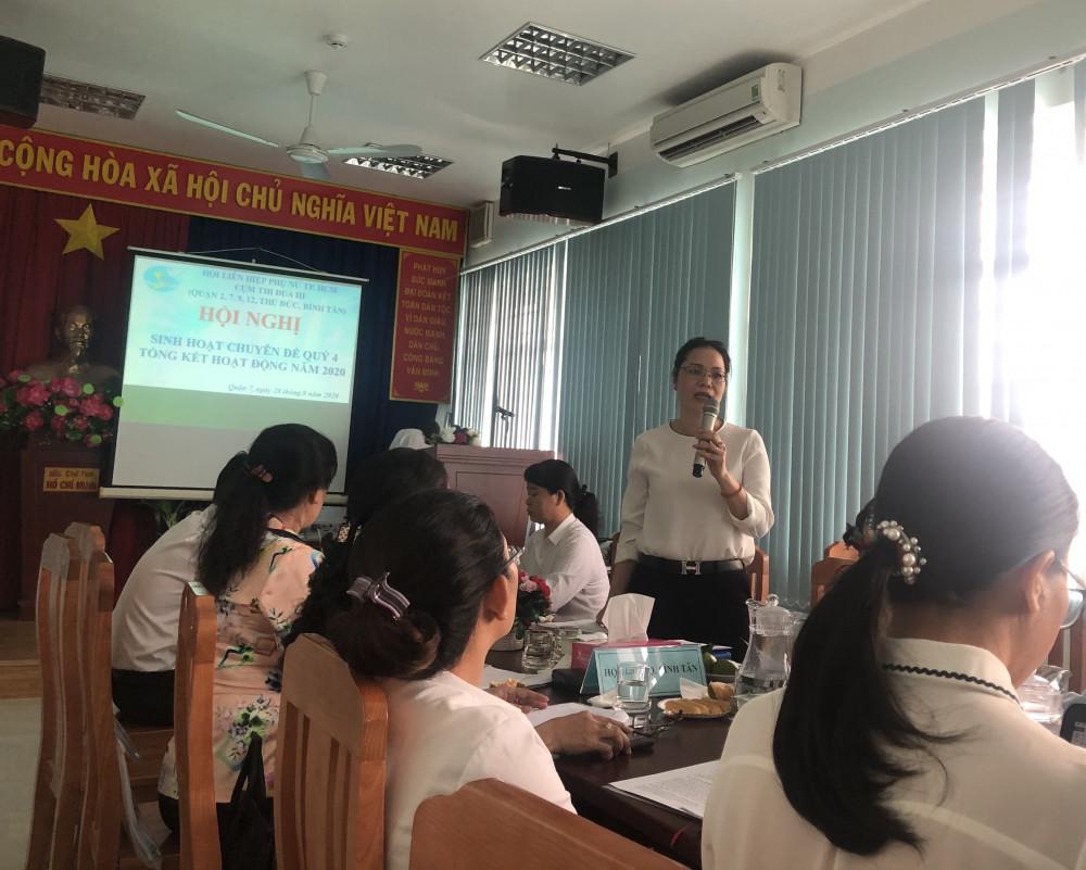 Bà Huỳnh Nguyệt Ánh - Chủ tịch Hội liên hiệp Phụ nữ Quận 7 cho biết năm 2020 có nhiều thách thức do ảnh hưởng của dịch COVID - 19 nhưng Cụm 3 đã rất cố gắng hoàn thành các mục tiêu đề ra. Ảnh: Thanh Huyền.