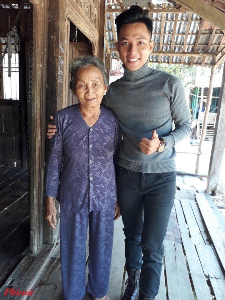 Bà ngoại tôi năm nay đã 75 tuổi.