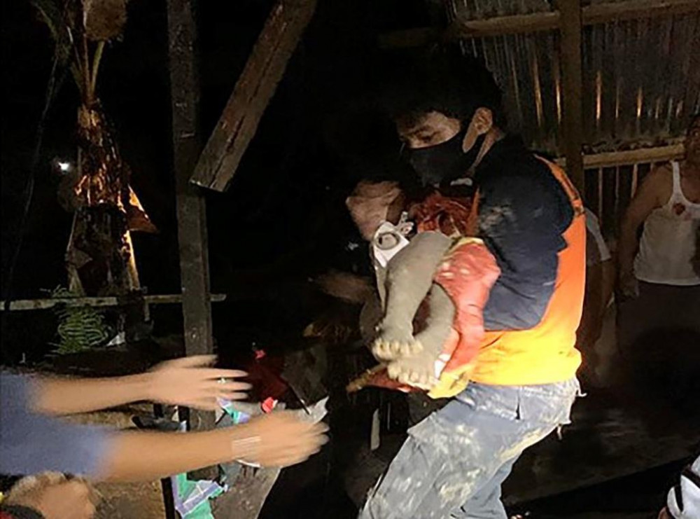 Sạt lở đất ở Indonesia khiến ít nhất 11 người chết, bao gồm trẻ sơ sinh.