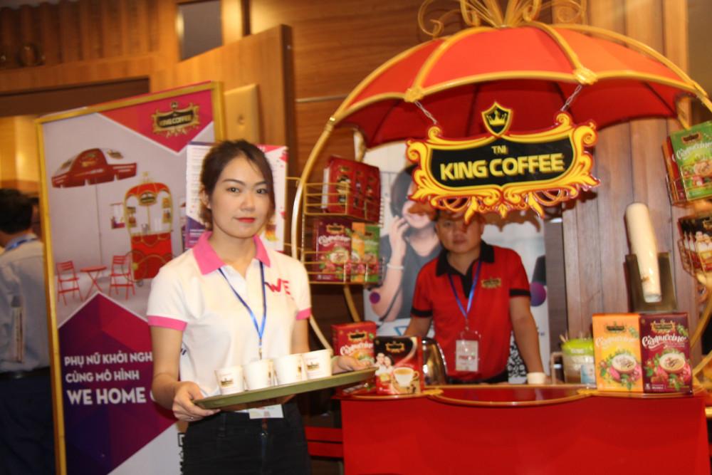 Nhiều sản phẩm nông sản đặc trưng của Tây Nguyên được trưng bày tại hội nghị