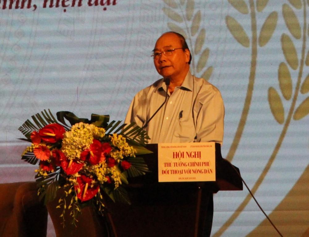 Thủ tướng Nguyễn Xuân Phúc giải đáp thắc mắc của nông dân, ngư dân