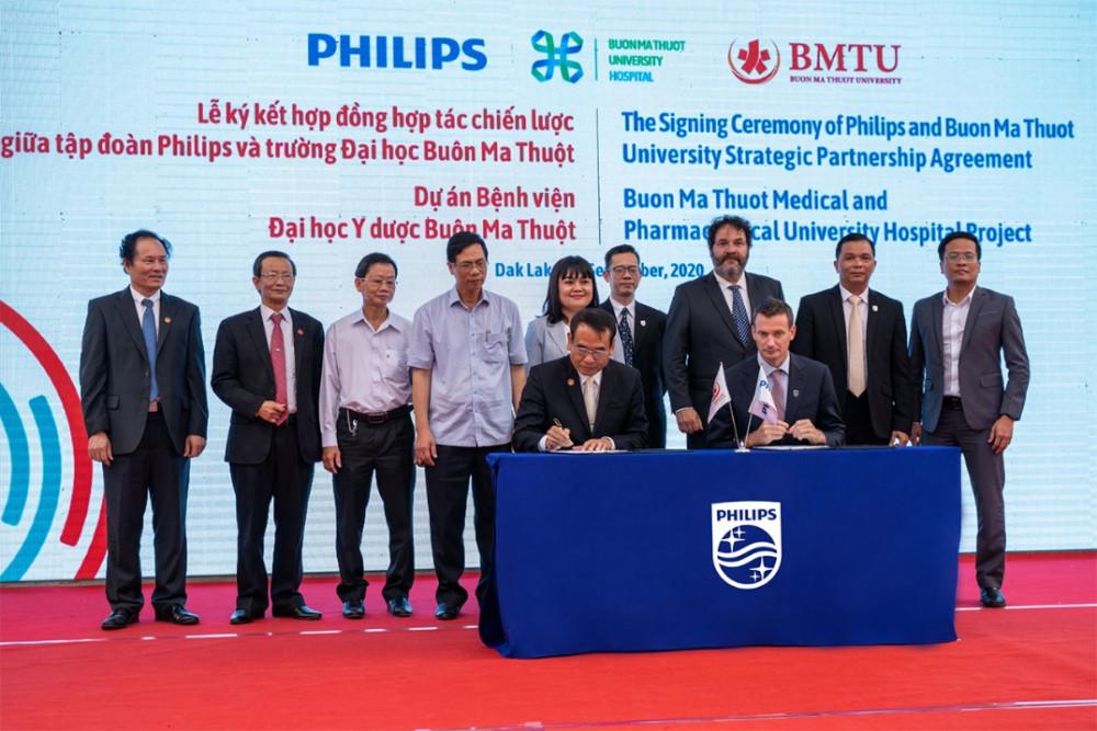 Philips và Trường đại học Buôn Ma Thuột ký thỏa thuận hợp tác