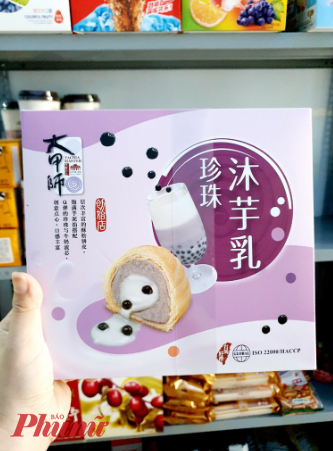 Bánh trung thu trà sữa nhà làm là sự làm theo bánh trung thu ngàn lớp nhân trà sữa trân châu được cho của Đài Loan
