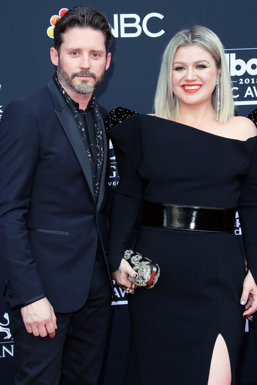 Nữ ca sĩ và chồng - Brandon Blackstock, con trai của chủ tịch công ty quản lý lâu năm đã đệ đơn ly hôn vào đầu năm 2020.