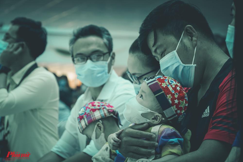 Ba của Song Nhi xúc động: 'Tôi cám ơn các y bác sĩ của Bệnh viện Nhi đồng Thành phố thời gian qua đã bên cạnh, yêu thương, chăm sóc và làm tất cả những điều tốt đẹp nhất cho Diệu Nhi - Trúc Nhi.
