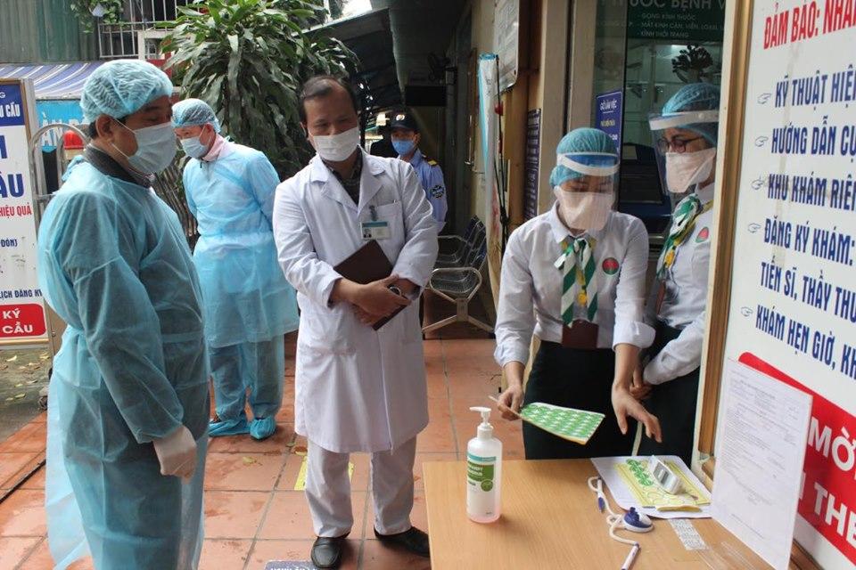 Cục trưởng Cục Quản lý khám chữa bệnh Lương Ngọc Khuê kiểm tra công tác phòng dịch tại Bệnh viện Phổi Trung ương