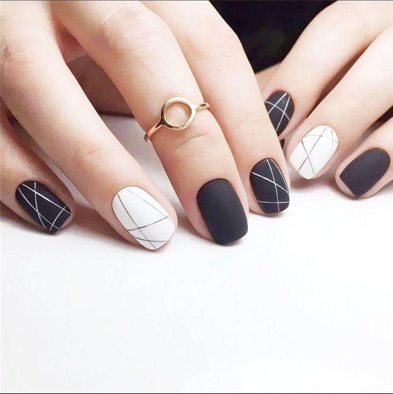 Tone màu trắng và đen khi kết hợp với nhau sẽ tạo nên phong cách đầy cá tính, có chút huyền bí
