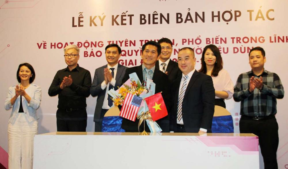 Lễ ký kết biên bản ghi nhớ hợp tác giữa Amway Việt Nam và Trung tâm Thông tin, Tư vấn và Đào tạo. Ảnh: Amway Việt Nam cung cấp