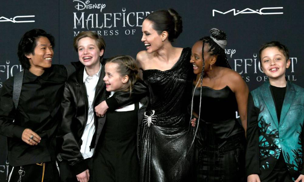 Những đứa trẻ nhà Brad - Angelina đang sống cùng nhau và nhận sự chăm sóc từ mẹ.