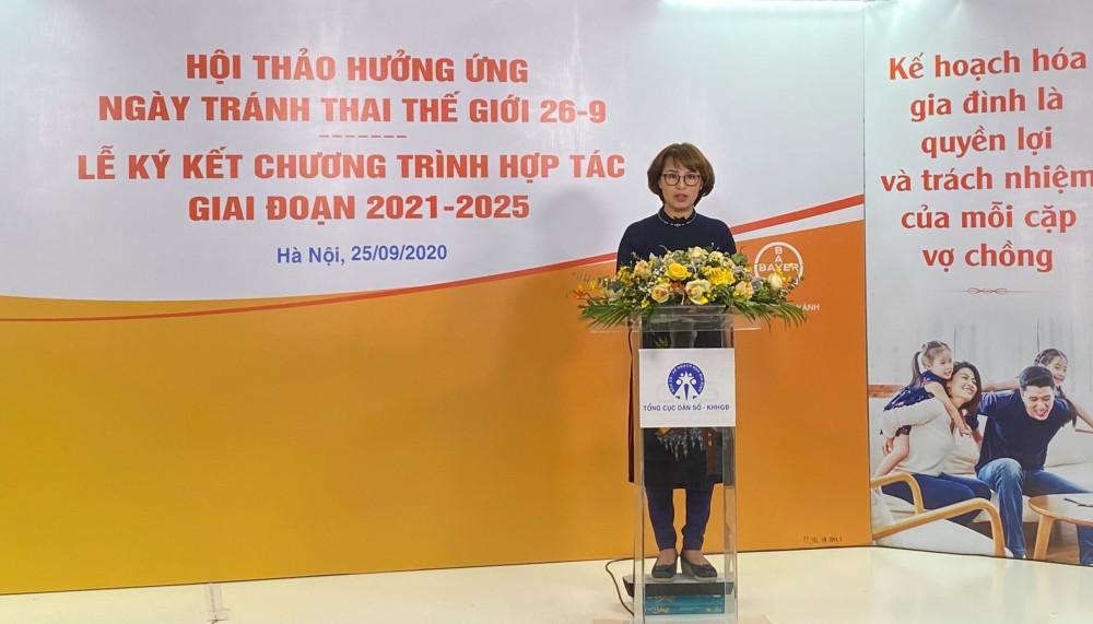 Bác sĩ Trần Thị Lan Hương, Giám đốc Y khoa, nhánh Dược phẩm, Bayer Việt Nam, chia sẻ cam kết của Bayer trong việc ủng hộ các chương trình quốc gia về kế hoạch hóa gia đình nhằm nâng cao nhận thức giới trẻ về phòng tránh thai an toàn