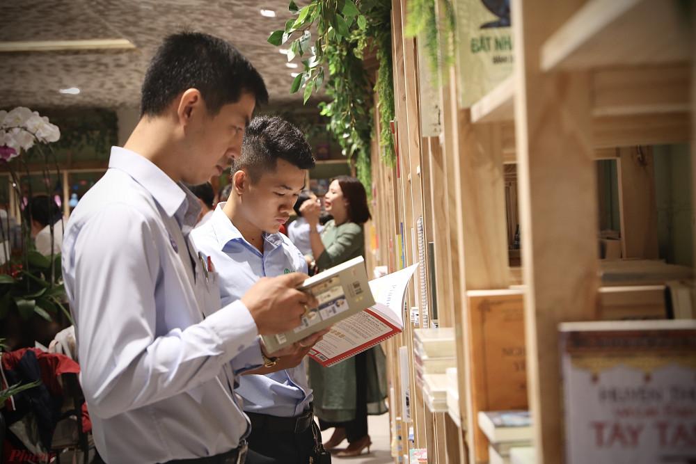 Thành phố sách mới khai trương có 2 tầng cùng 1 gác lửng, được bố trí thành nhiều không gian khác nhau.
