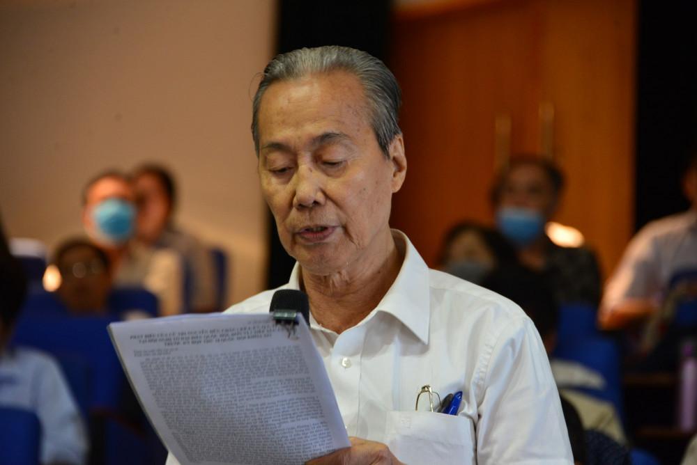 Cử tri Nguyễn Hữu Châu chất vấn tại cuộc tiếp xúc