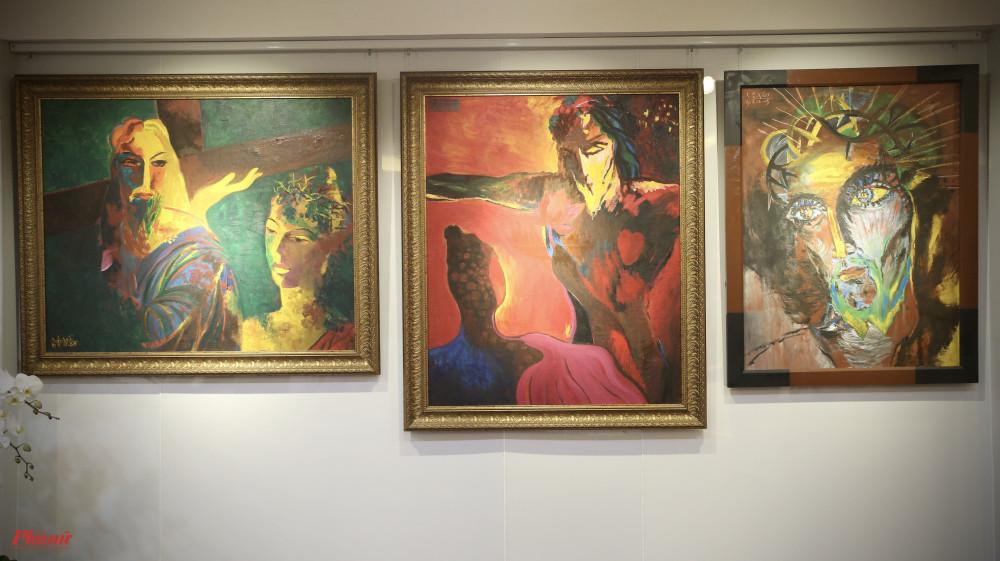 Các tranh được triển lãm lần này mang nhiều kích cỡ khác nhau.