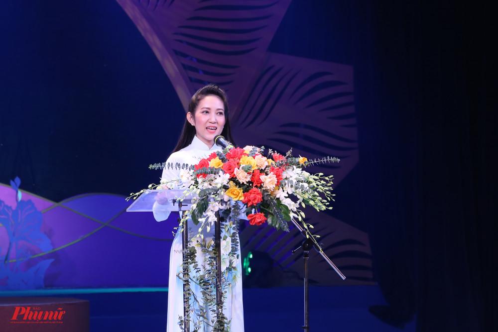 Bà Nguyễn Thị Thanh Thuý Phó Giám đốc Sở VH-TT TPHCM tuyên bố khai mạc giải Trần Hữu Trang 2020. Ngày 6/10 tới, vòng sơ tuyển diễn ra tại Hà Nội, sau đó là ngày 9/10 tại TP Cần Thơ. Đêm chung kết trao giải dự kiến diễn ra vào ngày 3/11.