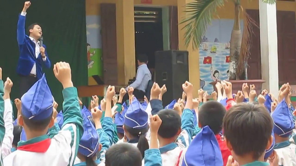 Bao nhiêu học sinh cảm nhận được không khí mỗi ngày đến trường là một ngày vui? Nguồn ảnh: Internet