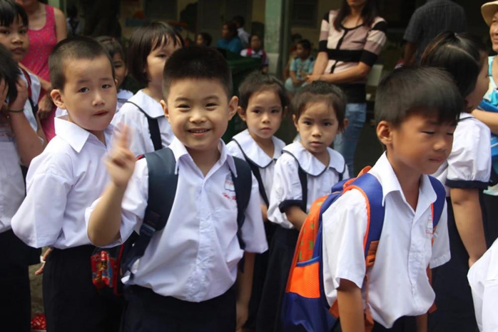 Các con sẽ hoàn thành bài tập ở trường thế nào khi phụ huynh không thể dạy con? Nguồn ảnh: Internet