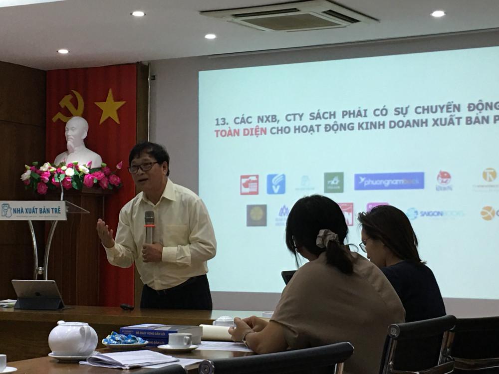 Diễn giả Lê Hoàng tại tọa đàm sáng ngày 6/10