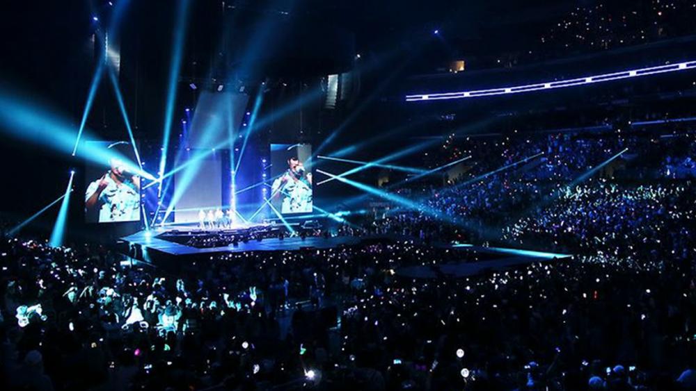 Thực tế nghiệt ngã đằng sau sự hào nhoáng của K-pop.
