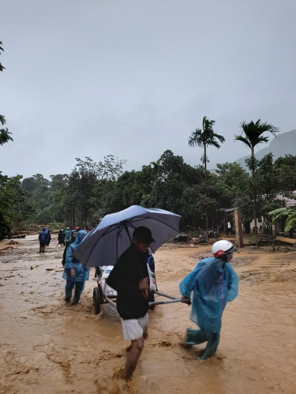 Nhiều tuyến đường lên huyện miền núi Hướng Hóa sạt lở nghiêm trọng