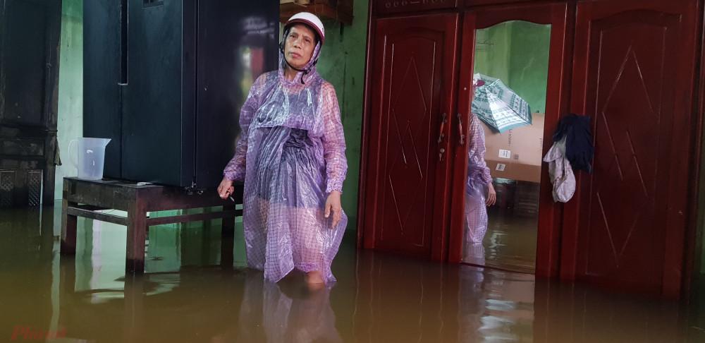 Nhiều nơi ở huyện Hòa Vang (Đà Nẵng) bị cô lập do mưa lũ