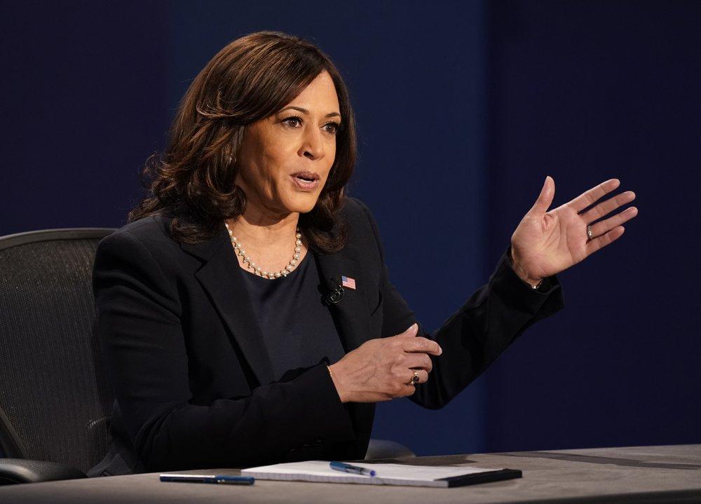 Bà Kamala Harris liên tục chỉ trích chính quyền Tổng thống Donald Trump khiến hơn 200.000 người chết vì COVID-19.