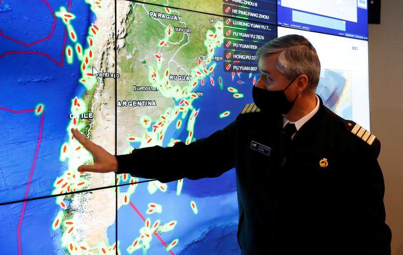 Chile để mắt đến đội tàu đánh cá Trung Quốc dọc theo bờ biển Nam Mỹ - Ảnh: Reuters