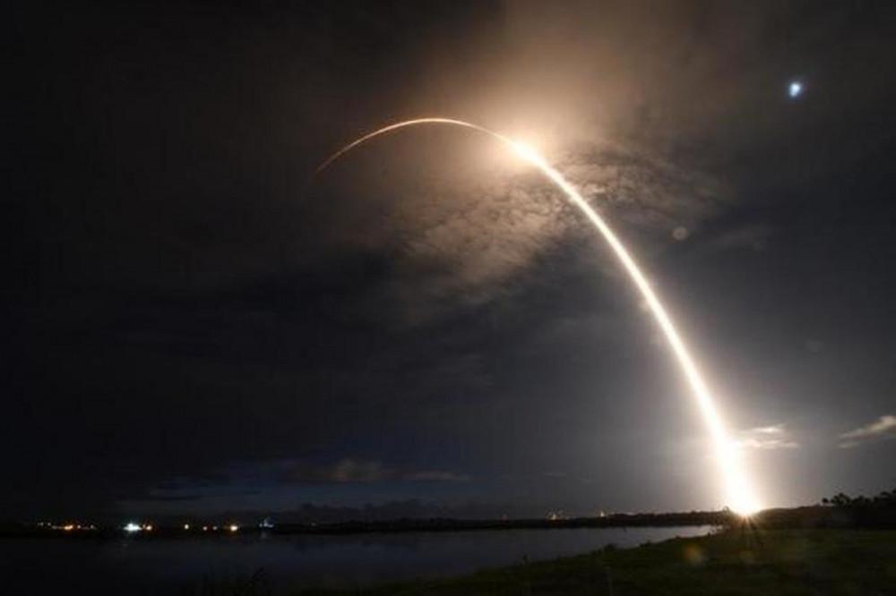 SpaceX phóng vệ tinh Starlink lên không gian