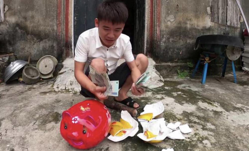 Hình ảnh trong video trộm tiền do Hưng Vlog đăng tải.