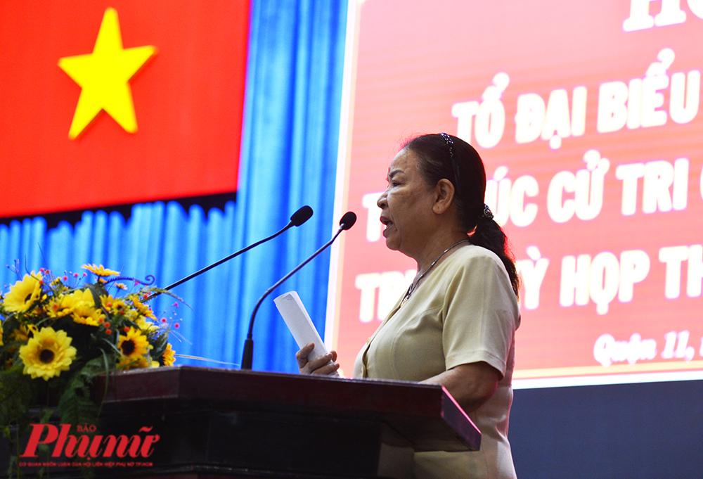 Cử tri Nguyễn Thị  Mộng Duyên, quận 5, TP.HCM phản ánh những bức xúc của người dân về bộ sách giáo khoa Cánh diều