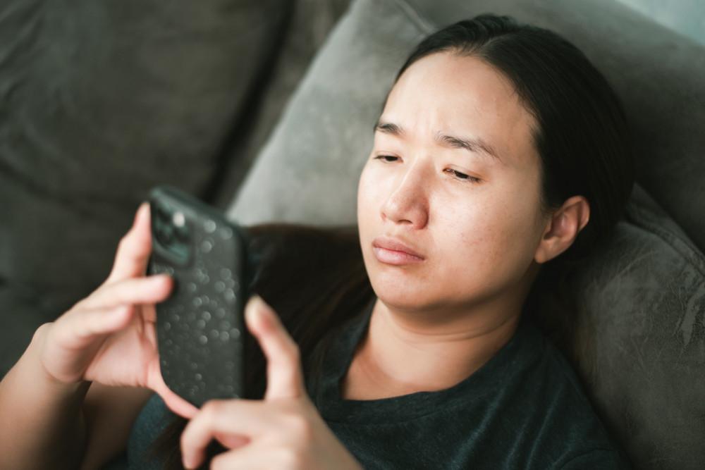 """Hầu hết đàn ông đều thấy khó chịu khi bị vợ liên tục nhắn tin """"tra khảo"""" - Ảnh mang tính minh họa: shutterstock"""