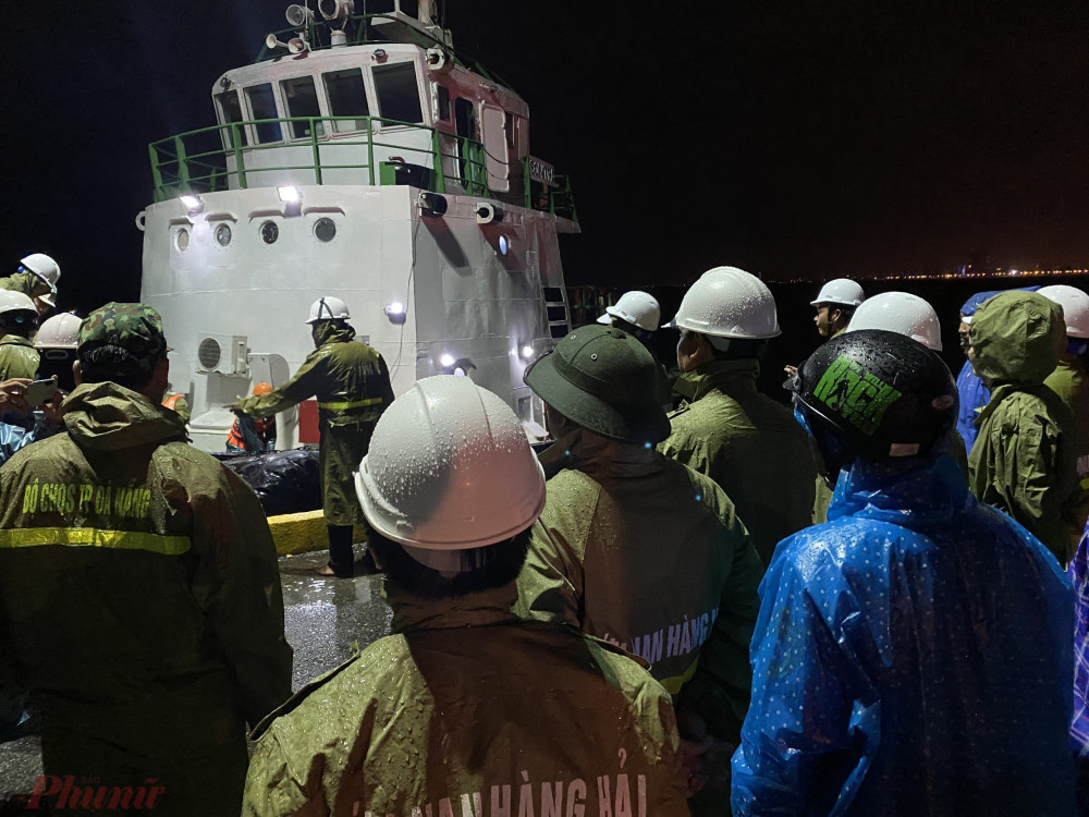 Lực lượng chức năng vẫn đang tiếp tục tìm kiếm các ngư dân còn mất tích