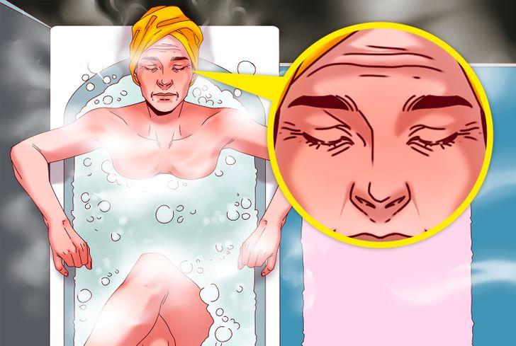Các sản phẩm có tính kiềm mạnh thay đổi độ pH của da và dẫn đến kích ứng và khô da, làm xói mòn các rào cản của da và kích thích lão hóa sớm. Tắm nước nóng khiến da dễ có nếp nhăn hơn là tắm nước lạnh.