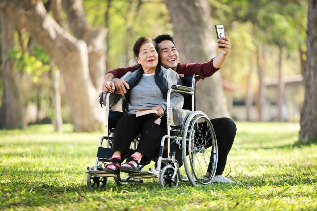 Chỉ có yêu thương mới giúp người ta dung hoà sự khác biệt. Ảnh minh họa