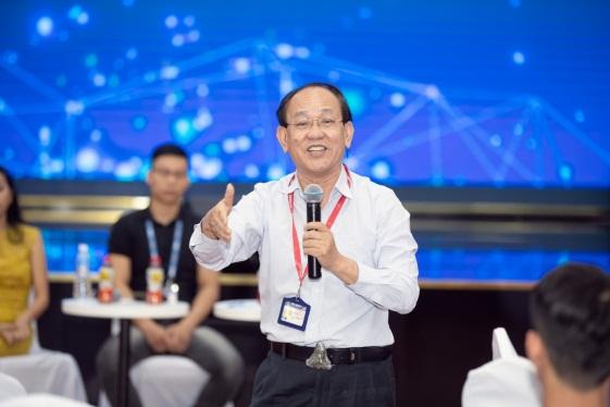 Giám đốc khối Nghiên cứu và Phát triển Tập đoàn Tân Hiệp Phát chia sẻ kiến thức về công nghệ kỹ thuật sản xuất. Ảnh: THP cung cấp