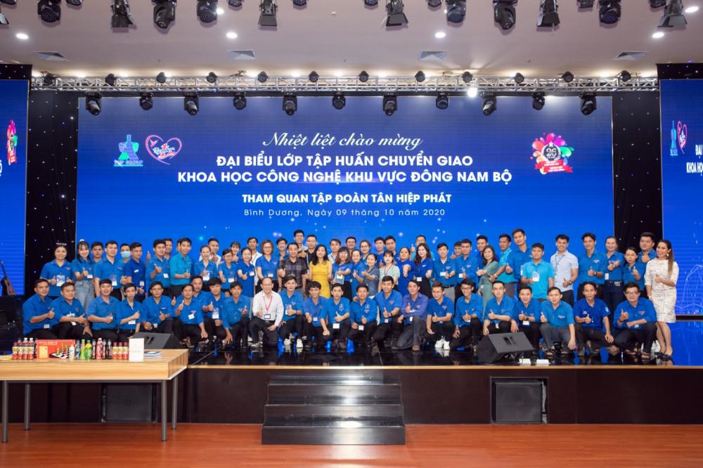 Đoàn đại biểu lớp tập huấn chuyển giao khoa học công nghệ khu vực Đông Nam Bộ tham quan và giao lưu tại Tân Hiệp Phát ngày 9/10. Ảnh: THP cung cấp