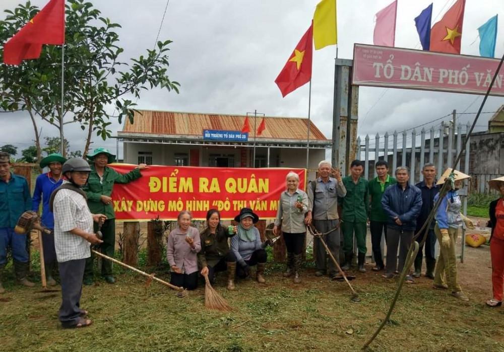 """Hơn 300 hội viên Hội LHPN thị trấn Di Linh đã """"ra quân"""" trong """"Ngày thứ Bảy xây dựng đô thị văn minh"""""""