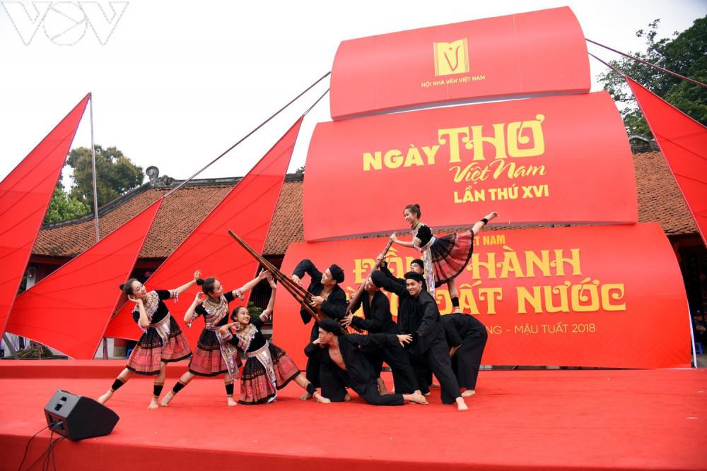 Ngày thơ Việt Nam 2018 tại Văn Miếu, Hà Nội.