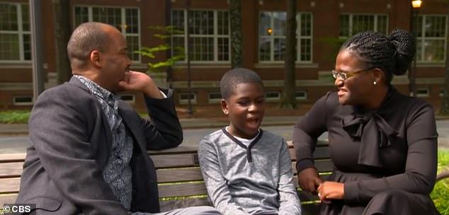 Gia đình Anderson muốn Caleb phát triển kiến thức chuyên môn nhưng cũng đảm bảo những bài học về cuộc sống.