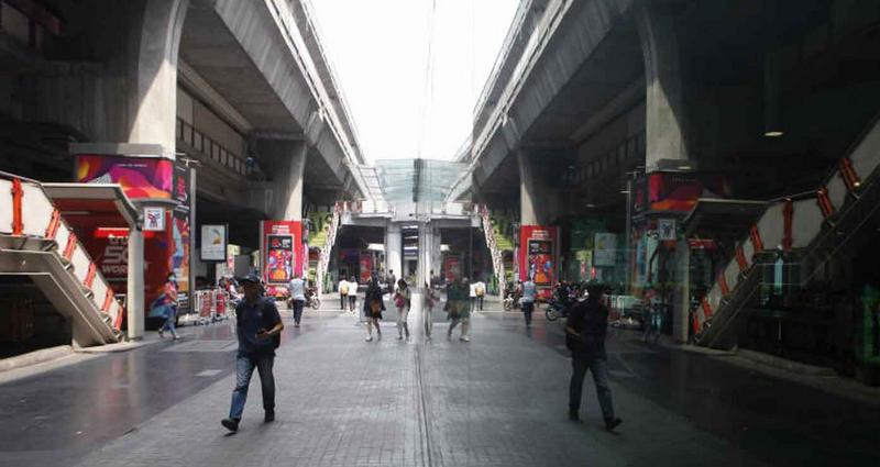 Khung cảnh vắng lặng ở một đô thị Thái Lan bị phong tỏa trong mùa dịch bệnh.